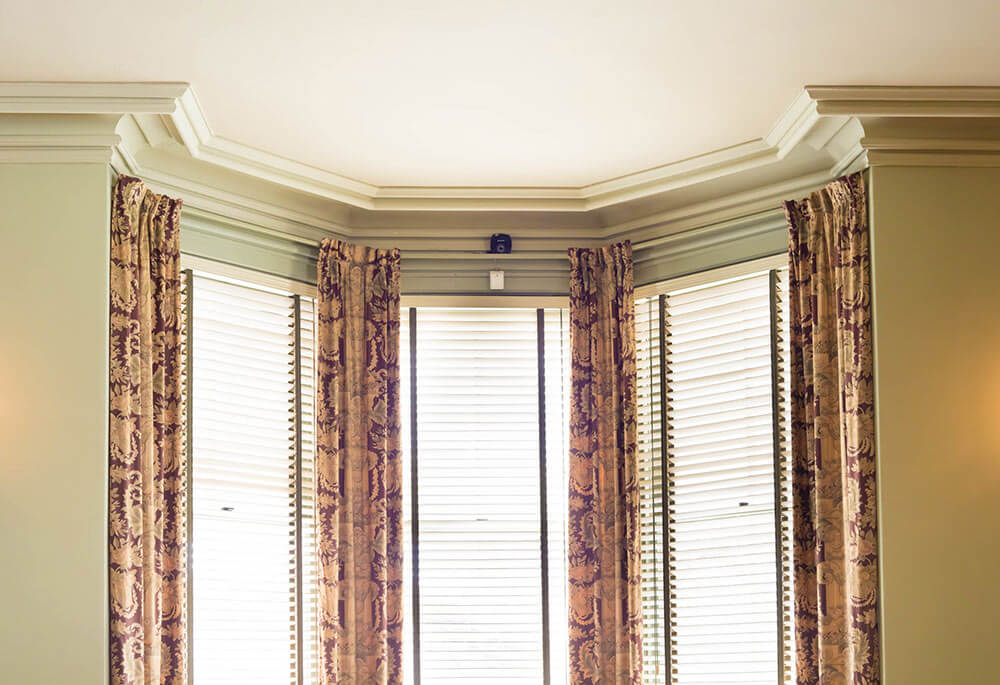 Curtains and Venetian blinds pairing